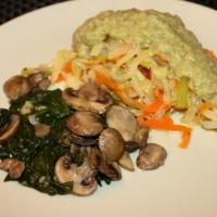 Tallarines de verduras con revuelto de espinacas y setas