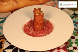 flamenquín espárragos con humus remolacha