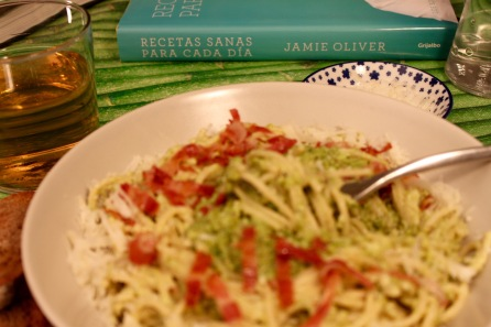 espaguetis carbonara guisantes