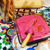 Hummus de alubias rojas y remolacha
