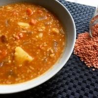 Sopa nepalí de lentejas rojas ( Dal Bhat)