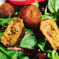Bombas veganas de falafel y soja texturizada