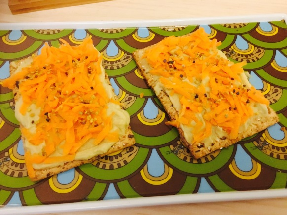tosta de crema de lentejas, zanahoria y polen
