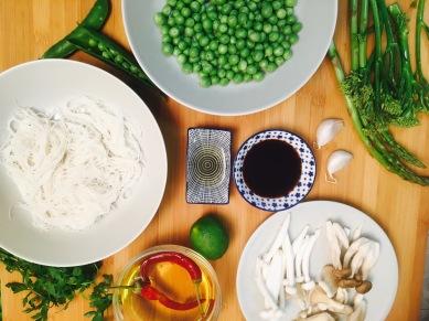 ingredientes salteado guisantes y verduras