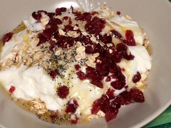 Porridge con arándanos secos y avena