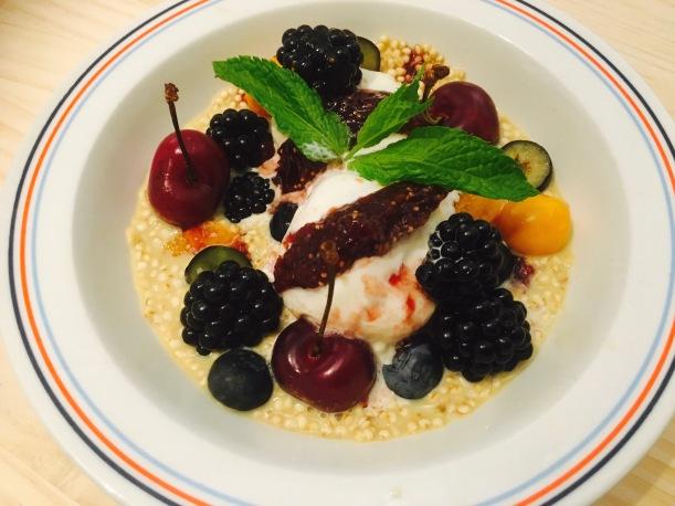 Porridge de mijo, vainilla y frutos rojos