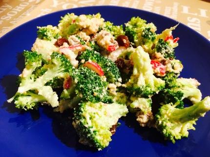 ensalada de brocoli crudo vegana