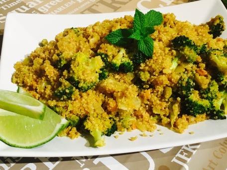 quinoa con brocoli a la curcuma