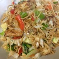 Wok de verduras al estilo asiático con coliflor rebozada